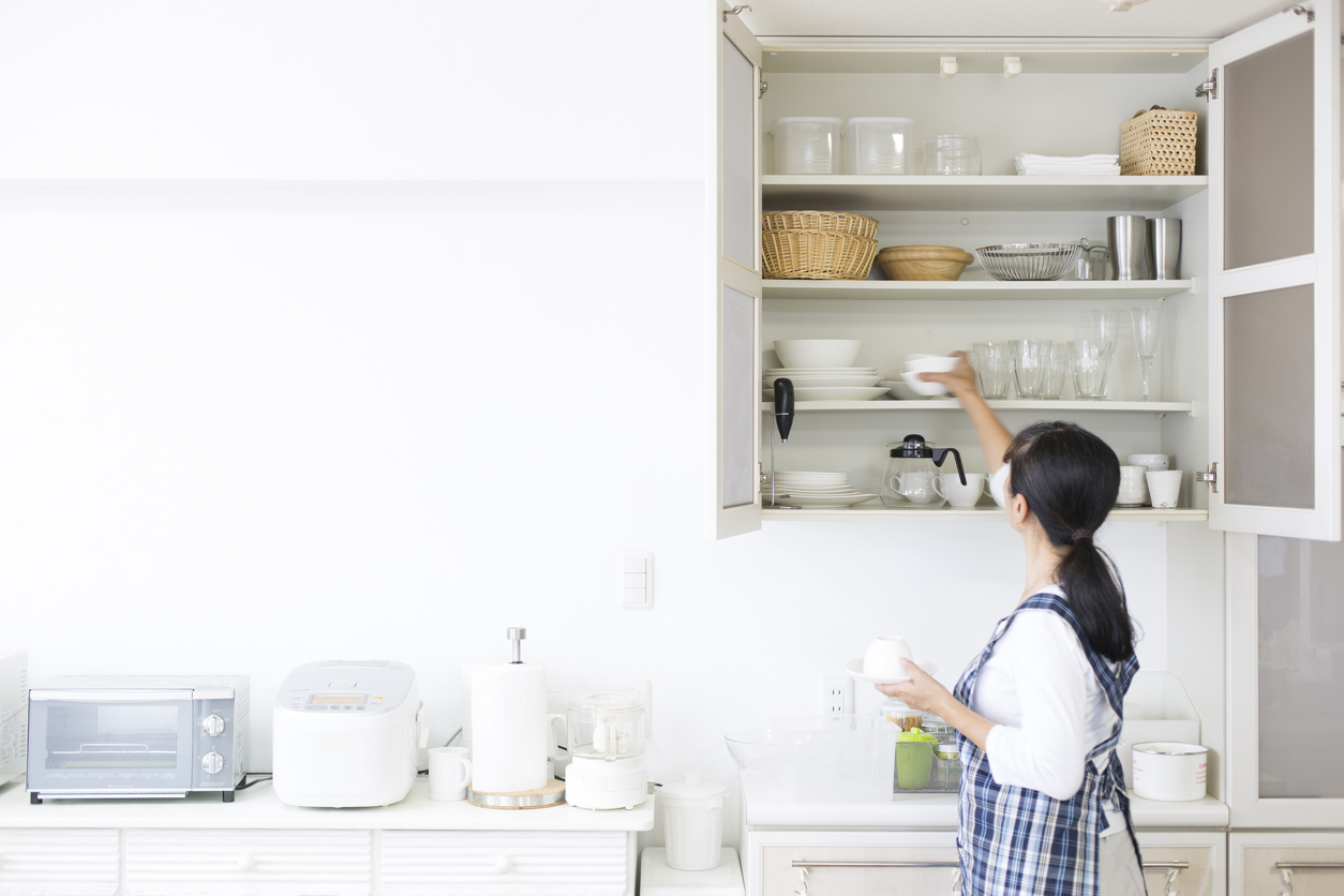 Woman who knows how to organize kitchen cabinets