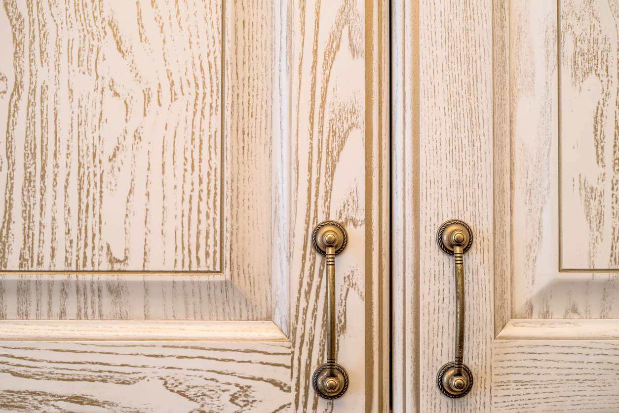 Are kitchen cabinet handles in style?