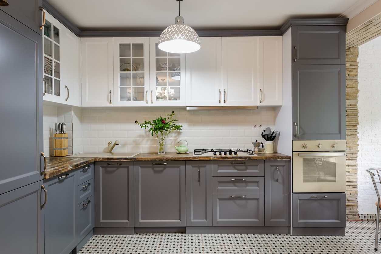 Are two-tone cabinets in style?